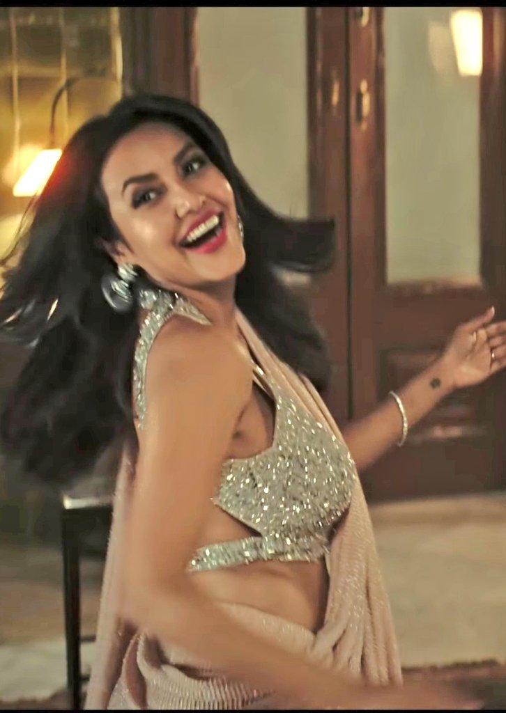 Actress-priya-anand-hot-sleeveless-saree-photos-11-06-2021