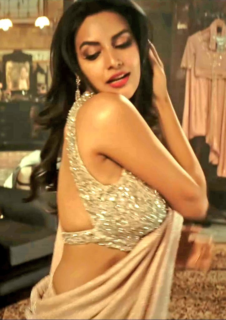 Actress-priya-anand-sleeveless-saree-images-2021-06-11