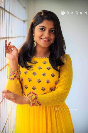 8-Thottakkal-Sarvam-Thaala-Mayam-movie-actress-Aparna-Balamurali-tamilcinestars-min