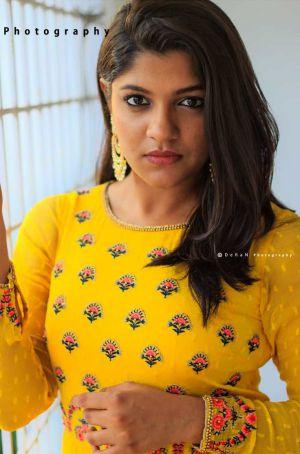 8-Thottakkal-actress-aparana-balamurali-photoshoot-min