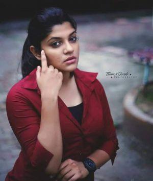 Malayalam-movie Sunday-Holiday-actress-Aparna-Balamurali-2021