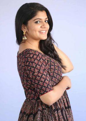 Soorarai-Pottru-mallu-actress-Aparna-Balamurali-2021-02-min