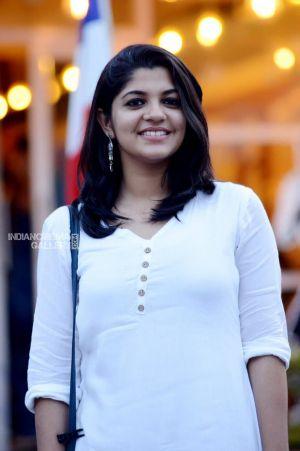 Soorarai-Pottru-movie-actress-Aparna-Balamurali-2021-01-2-min