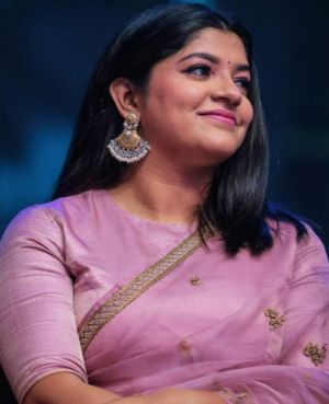 Soorarai Pottru-lead-Aparna-Balamurali-saree-stills-1