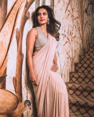 Actress-priya-anand-sexy-sleeveless-saree-2021-06-11