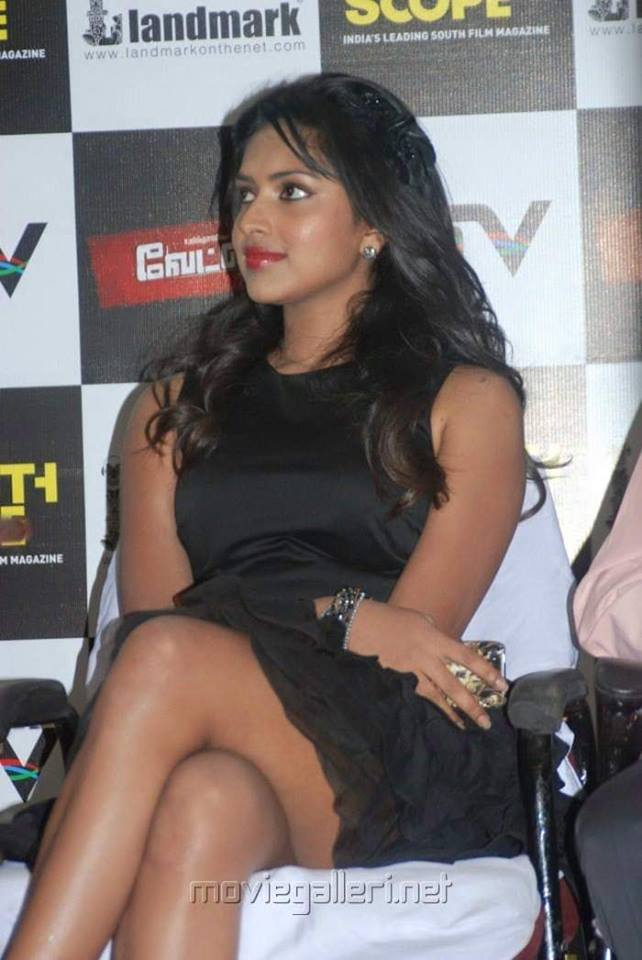 Adho andha Paravai pola-lead-fame_Amala paul sexy hot smoking-Queen in Black and white hottie unseen-cigarettes-smoke-photoshoot-photos-2019