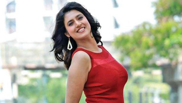 Actress Kasthuri gallery