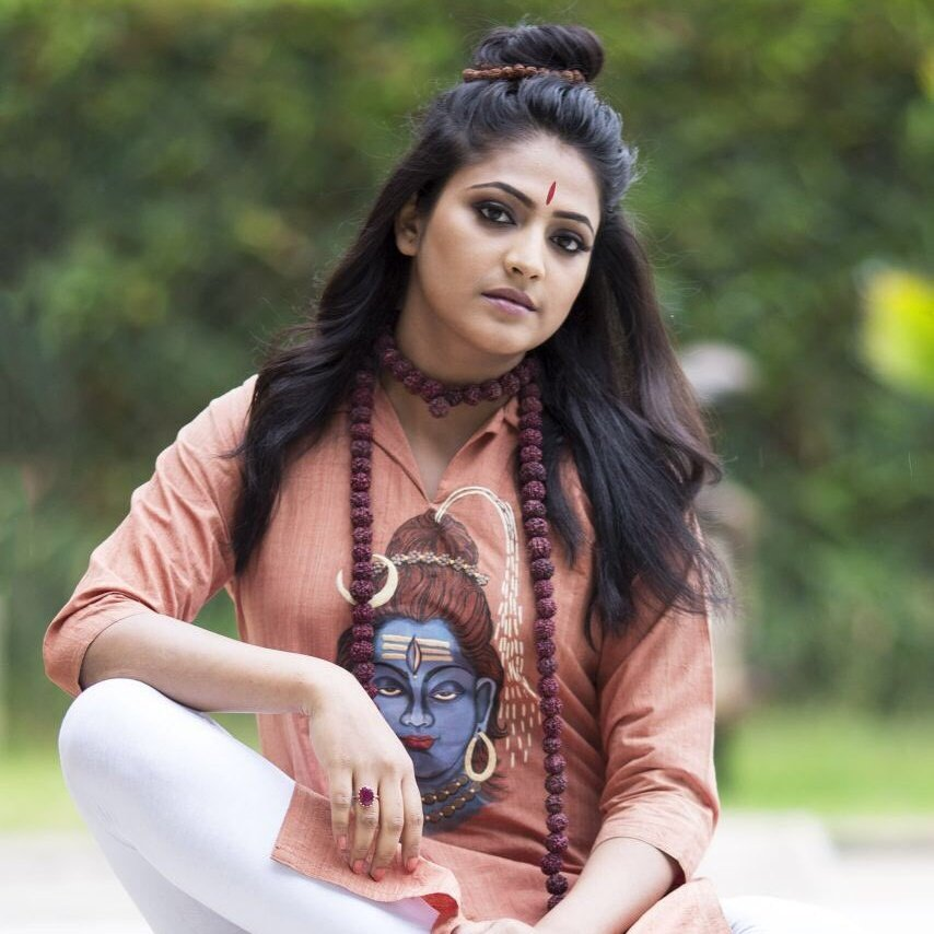 Actress Haripriya Photo Gallery cum Biography Body measurements