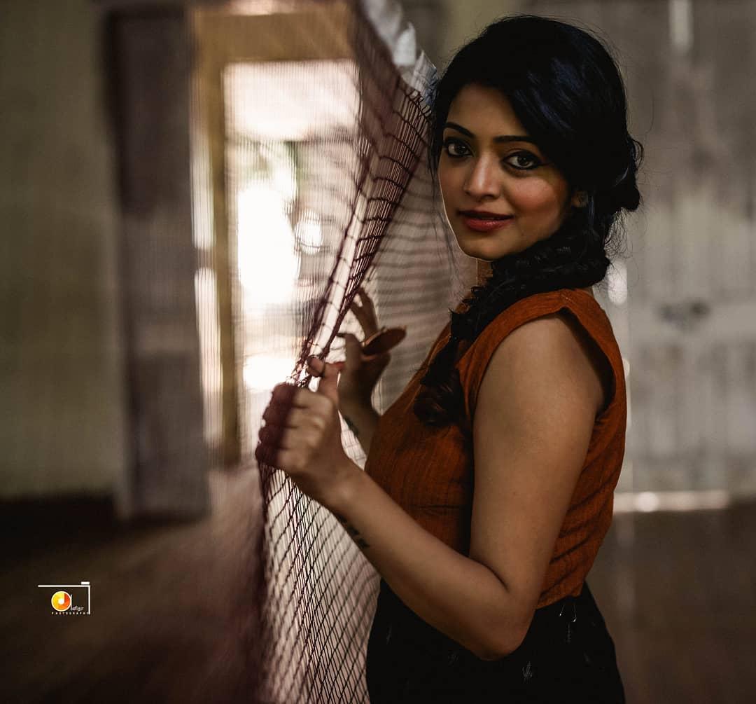 Actress Janani iyer gallery