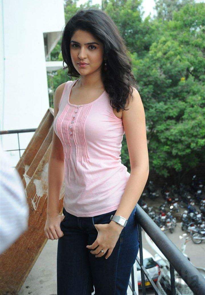 Actress DeekshaSeth Gallery