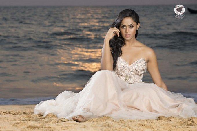 Actress Karthika Nair gallery