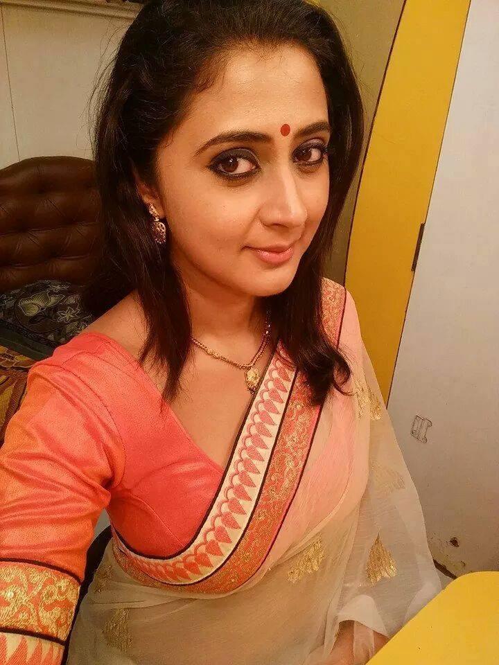 Actress Kaniha Gallery