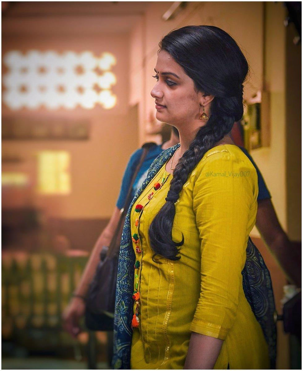 keerthy suresh-sexy side boobs stills-sandakozhi 2 movie actress