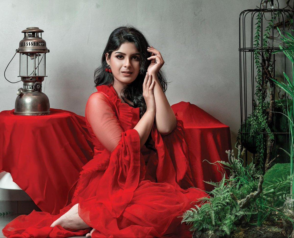 Actress SamyukthaMenon debuts-July-Kaatril-role-performance told-boldest-debutant