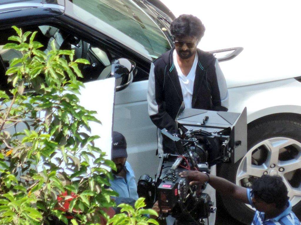Superstar-Rajinikanth-and-Nayanthara-from-the-shooting-spot-of-Darbar-shooting-spot-stills-1024x768