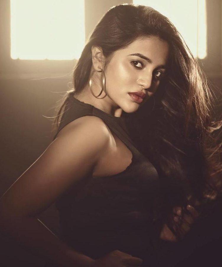 gv-bhavani-sister-of-gv-prakash sister-sexy hot unseen-side boobs-photos_tamilcniestars