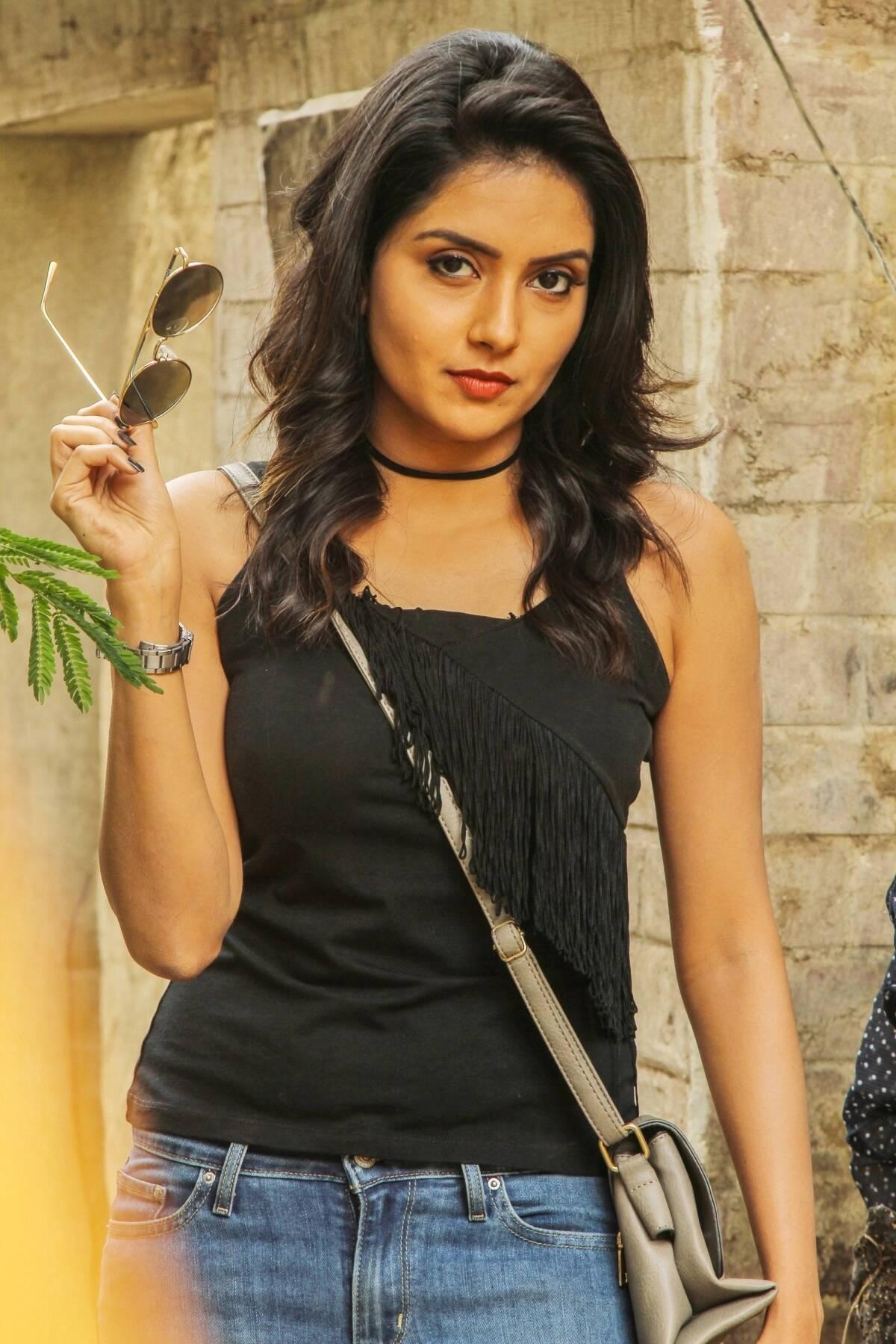 asuraguru-movie-cute-teen-lead-actress-mahima-nambiar-photos-tamil-cine-movies