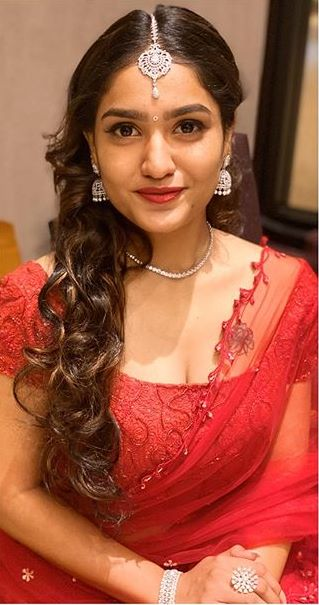 Mallu actress Saniya Iyappan hot photos biography body measurements