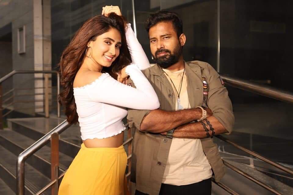 Naanum Single Dhaan Movie Stills attakthi dinesh actress deepti sati