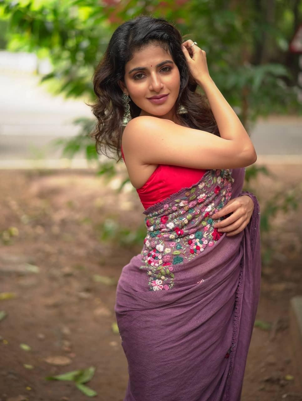 Actress Iswarya Menon hot Photos gallery cum biography